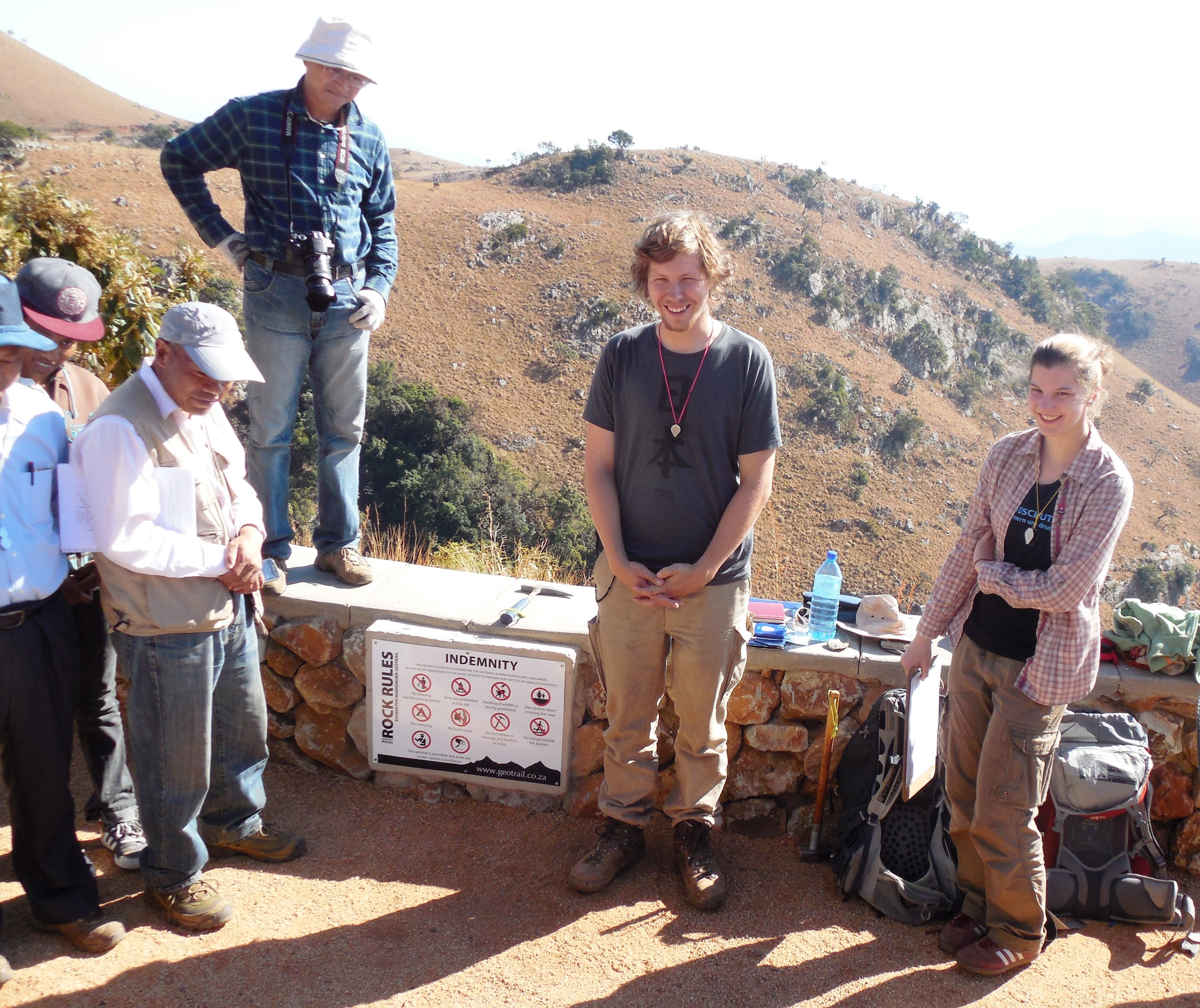 Saskia Bläsing and Marc Grund discussing their work with a group of Japanese geologists on the Barberton Makhonjwa Geotrail. (photo courtesy of Prof C. Heubeck. )